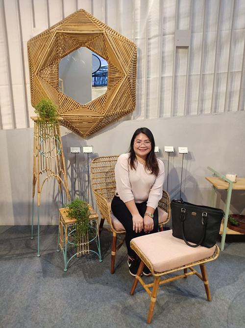 Chair, Mirror, Table